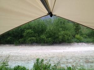 Pal aan de de Soca rivier in Slovenië